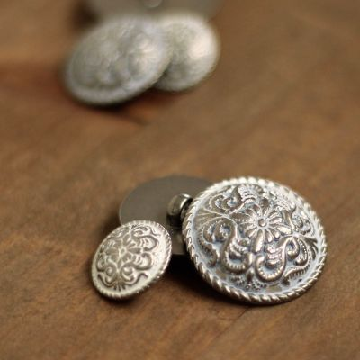 Button with silver metal aspect