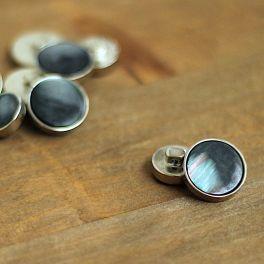 Bouton aspect métal argenté et vert de gris