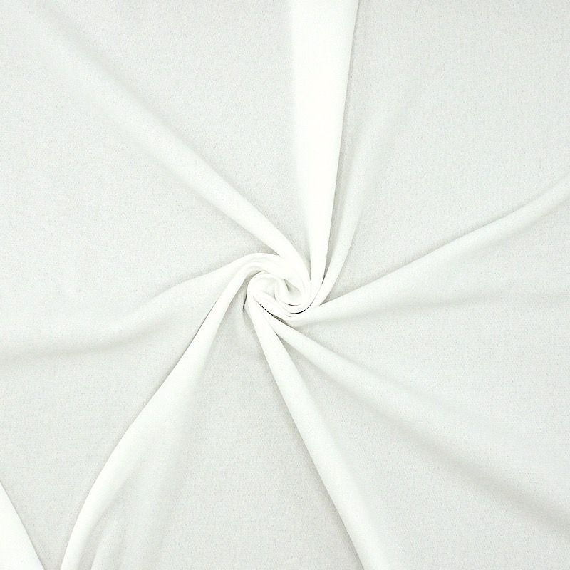 Flexible and fluid polyester apparel fabric with crêpe effect