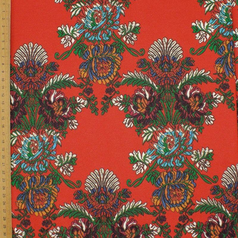 Stof bedrukt met bloemen - rood achtergrond