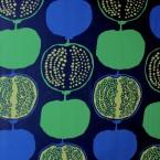 Tissu en coton à motifs grenadines bleu et vert sur fond bleu