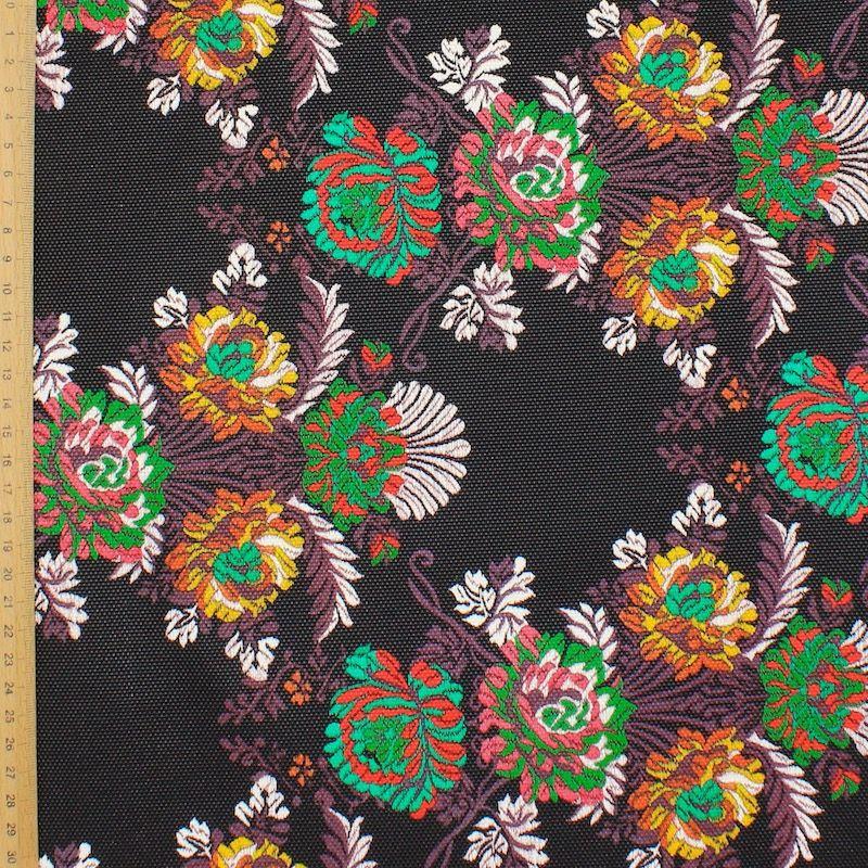 Tissu imprimé floral sur fond noir