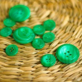 Resin button - emerald green