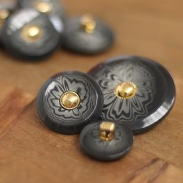 Vintage button with marbled and golden effect