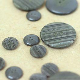 Round resin button - grey