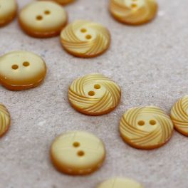 Fantasy button - honey yellow