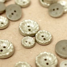 Button with form of corolla -  silver