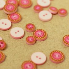 Round button printed with pink flower
