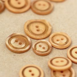 Resin button - pearly beige