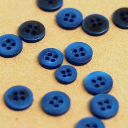 Bouton en résine bleu