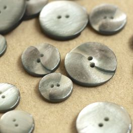 Round pearly button - grey