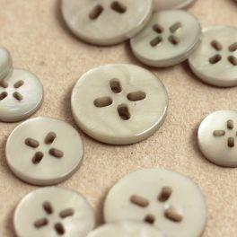 Round button 4 holes - pearly grey