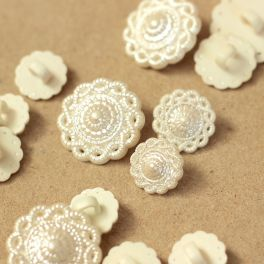 Vintage button with flower - pearly white