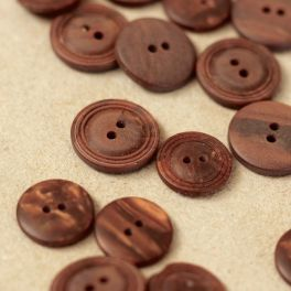 Round button - slightly pearly brown