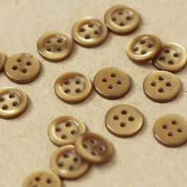 Round button 10mm - pearly coffee with milk