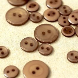 Round button - pearly coffee with milk