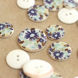 Resin button with flowers