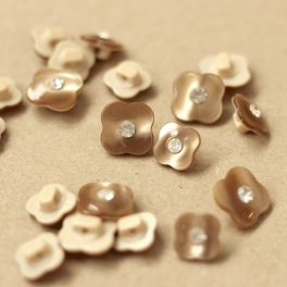 Pearly shiny flower button - beige