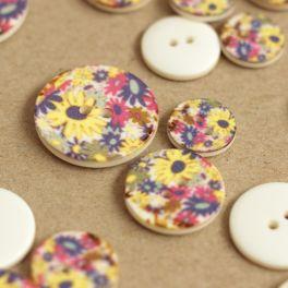 Bouton à fleurs multicolores