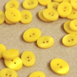 Bouton ovale jaune nacré