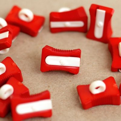 Bouton taille crayon rouge et blanc