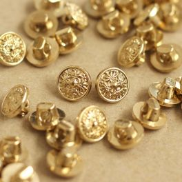 Vintage button with golden metal aspect