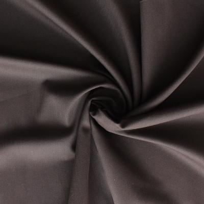 Katoen satin en elasthanne stof met witte stippen op zwarte achtergrond