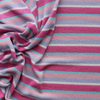 Tissu en maille légère à lignes roses et bleues