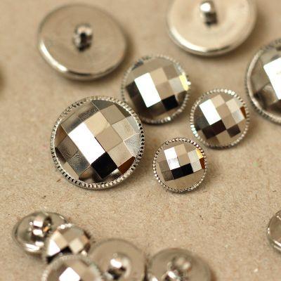 Boutons à facettes aspect métal argenté