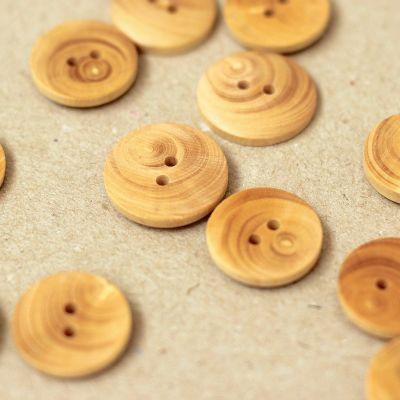 Knoop in hars met aspect van natuurlijk hout