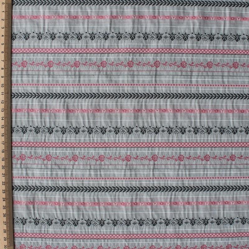 Grijze Katoen, viscose en polyester stof met lijnen en roze bloemen