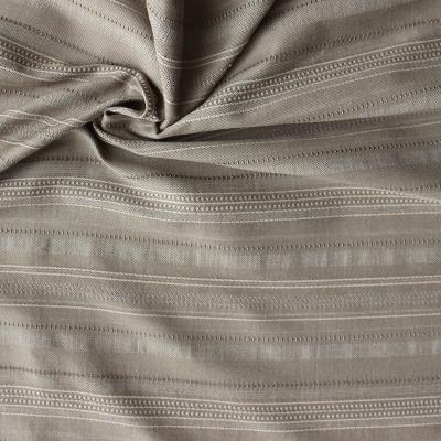 Viscose en polyester stof met lijnen op kaki achtergrond