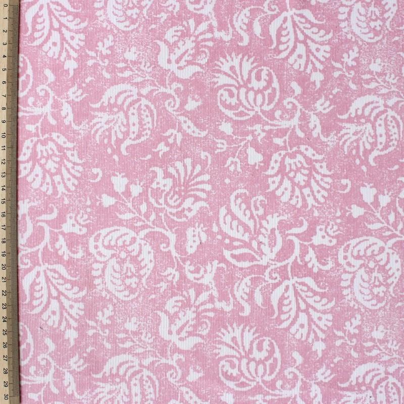 Tissu velours en coton à fleurs blanches sur fond rose