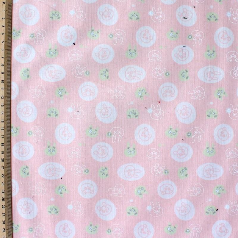 Fluwelen katoen bedrukt met konijntjes op een roze achtergrond
