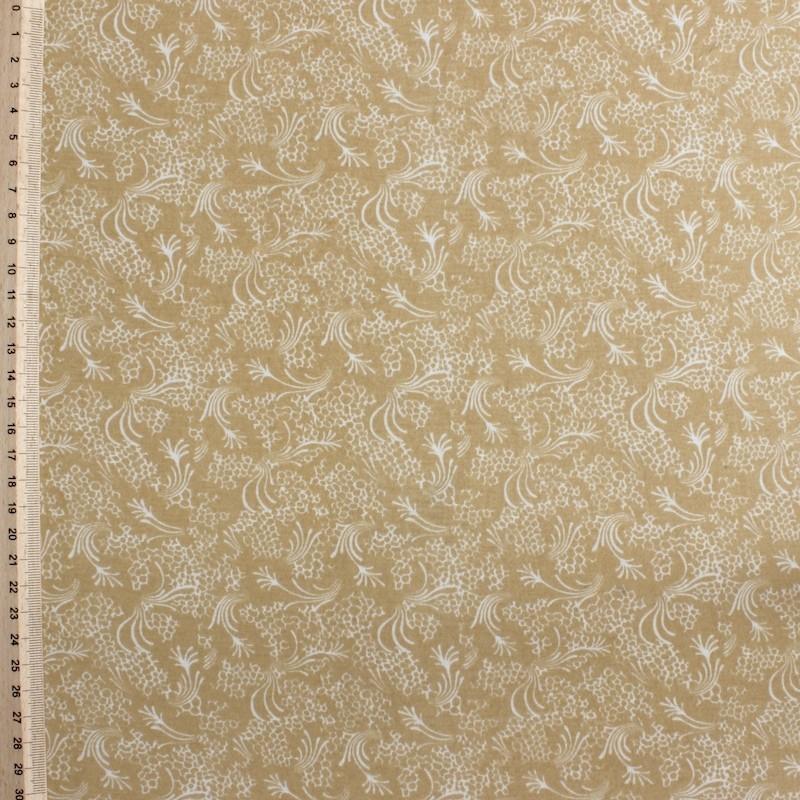 Beige polyester stof met witte bloemen