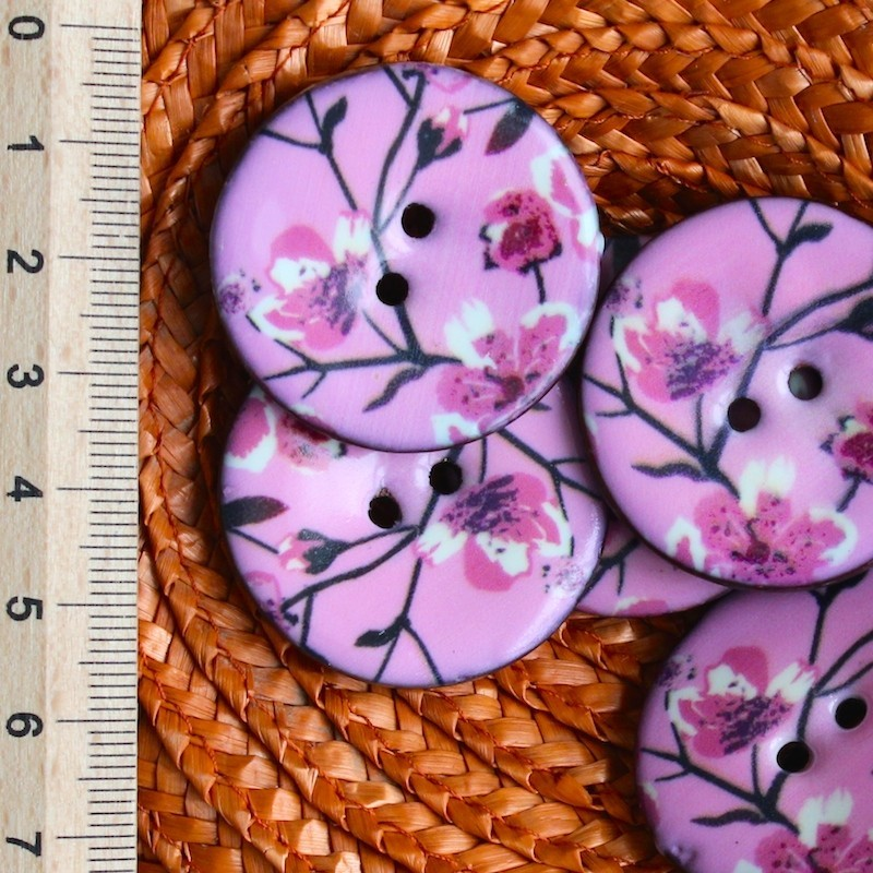 Coco button with pink flowers 3,5 cm