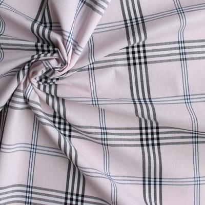 Tissu en coton à carreaux noir sur fond rose