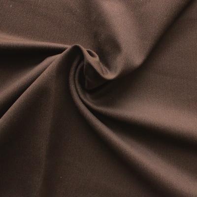 Tissu en coton et élasthanne sergé uni brun