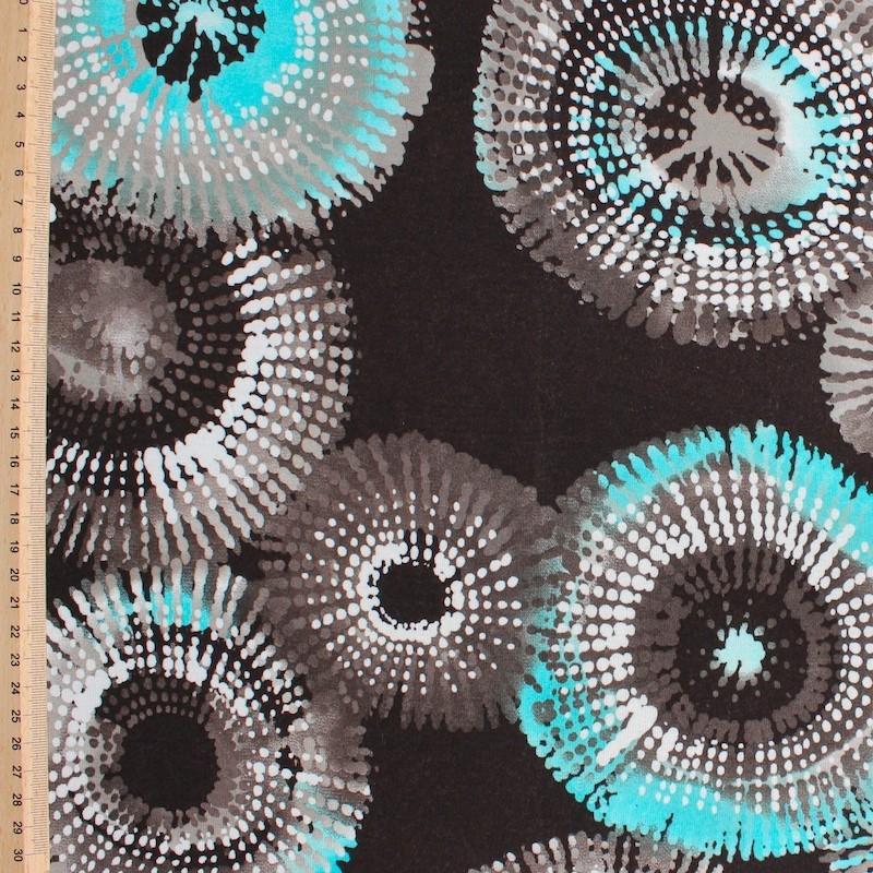 Jersey stof uit viscose en elastaan met witte en blauwe stippen op bruine achtergrond