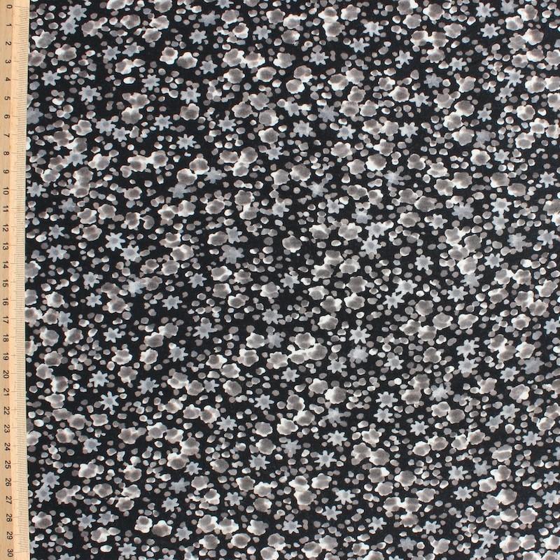 Jersey stof uit viscose en elastaan met beige bloemen op zwarte achtergrond