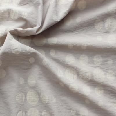 Polyamide en katoen stof met stippen op beige achtergond