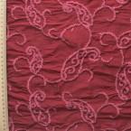Soie sauvage bordeaux à motifs vieux rose brodés