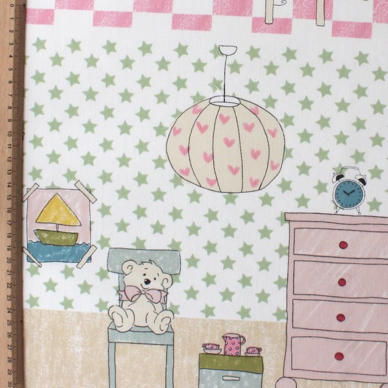 Katoen en polyester stof met blauwe, roze, paarse en groene wolken op witte achtergrond