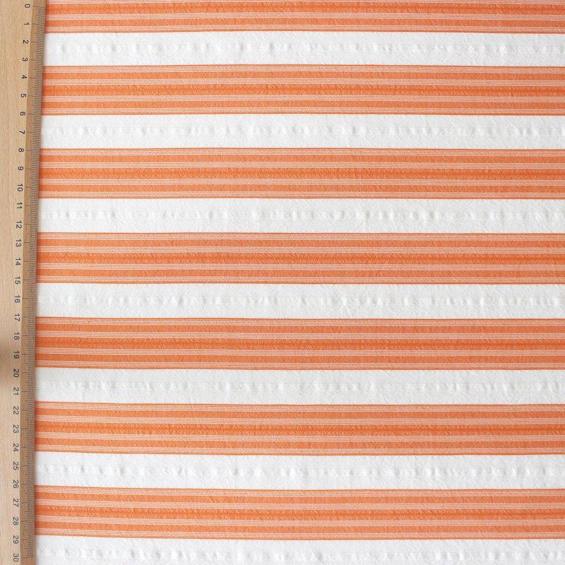 Katoenstof oranje gestreept op een witte achtergrond